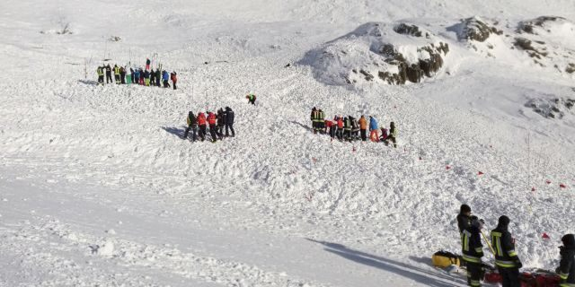 Four people have been killed in avalanches in a 24-period in the Italian Alps, which are teeming with tourists during the holiday season.