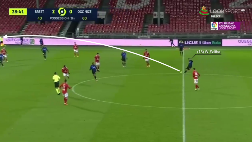 Spotting the run of his teammate, Saliba plays a long ball to the left wing.