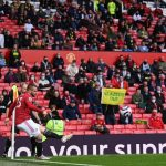 Luke Shaw trying to help Man United fan who was kicked out of Old Trafford for throwing Green & Gold scarf