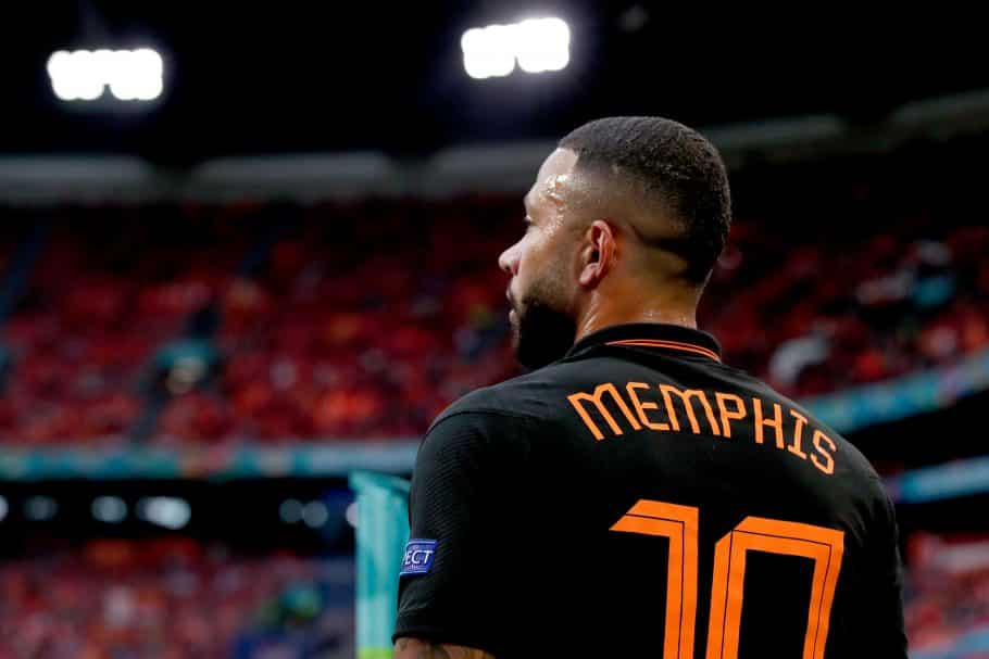 Barcelona's Dutch connection combine for stunning pre-season goal as fan excitement mounts over Depay
